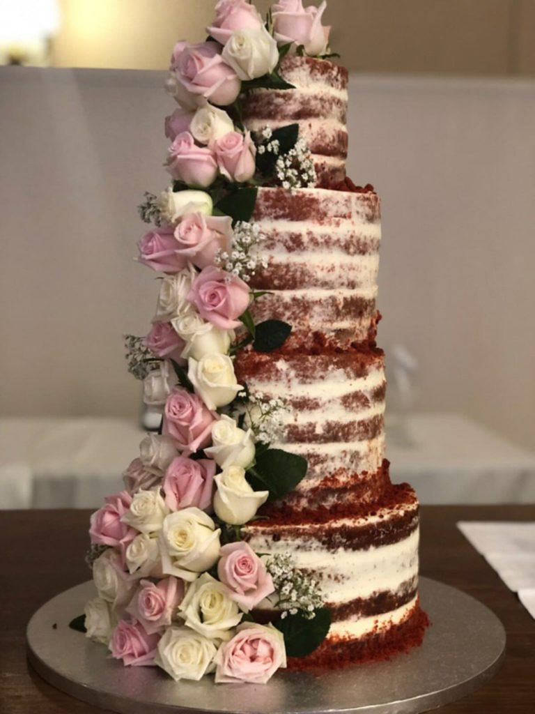 Tarta de 4 pisos con rosas